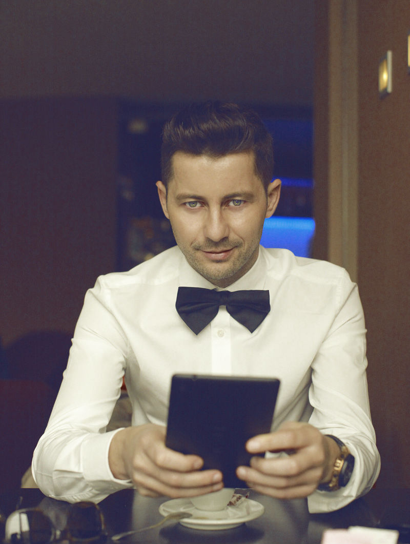 Adrian Sina - Akcent - camasa alba - papion